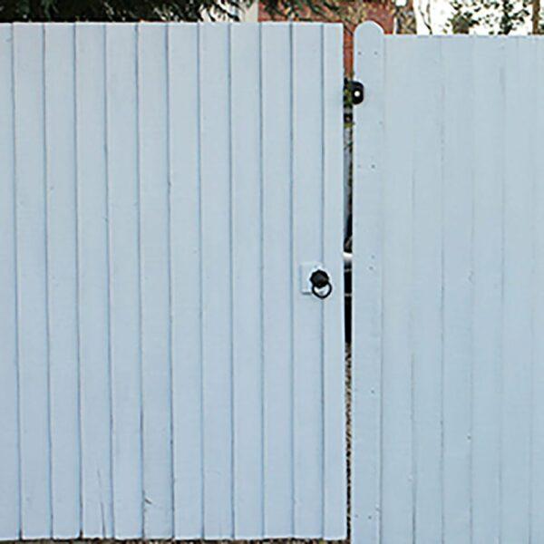 Thorndown-Greymond-Wood-Paint-Gates