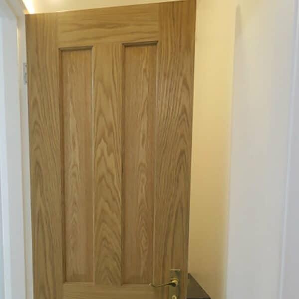 Thorndown-UV-Clear-on-oak-door