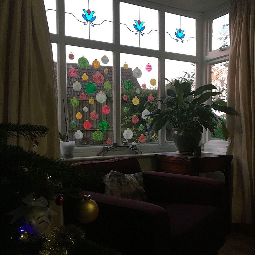 TD-Peelable-Glass-Paint-Christmas-Baubles-dusk