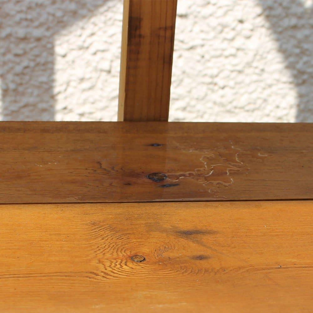 Water-repelling-off-Wood-Preserver