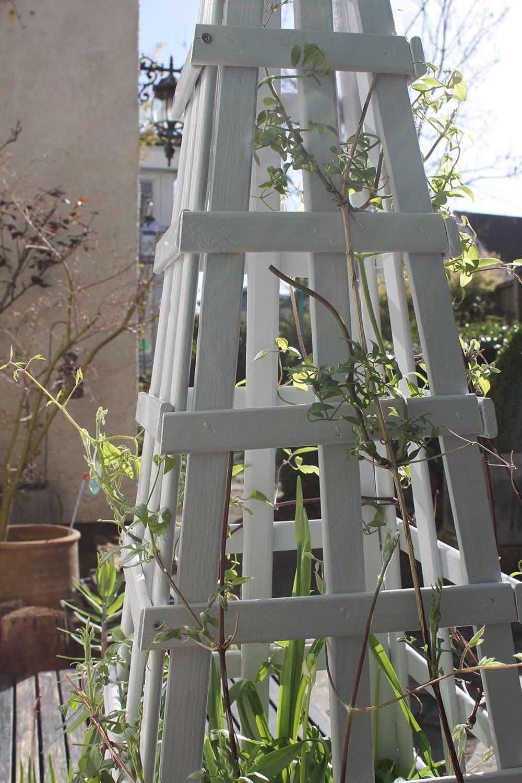 Zinc-Grey-Wood-Paint-on-obelisk