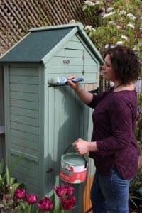 Naomi-Slade-paints-garden-shed,-credit,-(c)-Holly-Wlaznik-IMG_9004