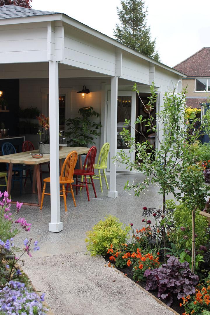 LoveYourGardenSeries9-Greymond-summerhouse-and-chairs-in-Sundowner-Orange-&-Rowan-Berry-Red-&-Gromwell-Green