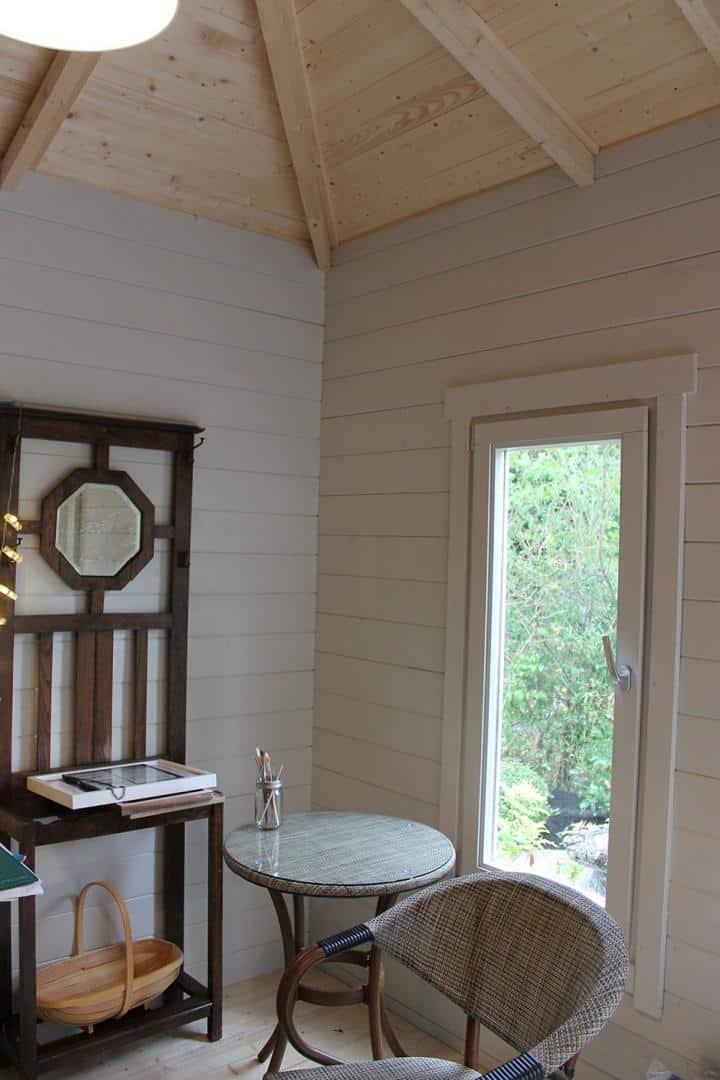 LoveYourGardenSeries9-Greymond-summerhouse-interior