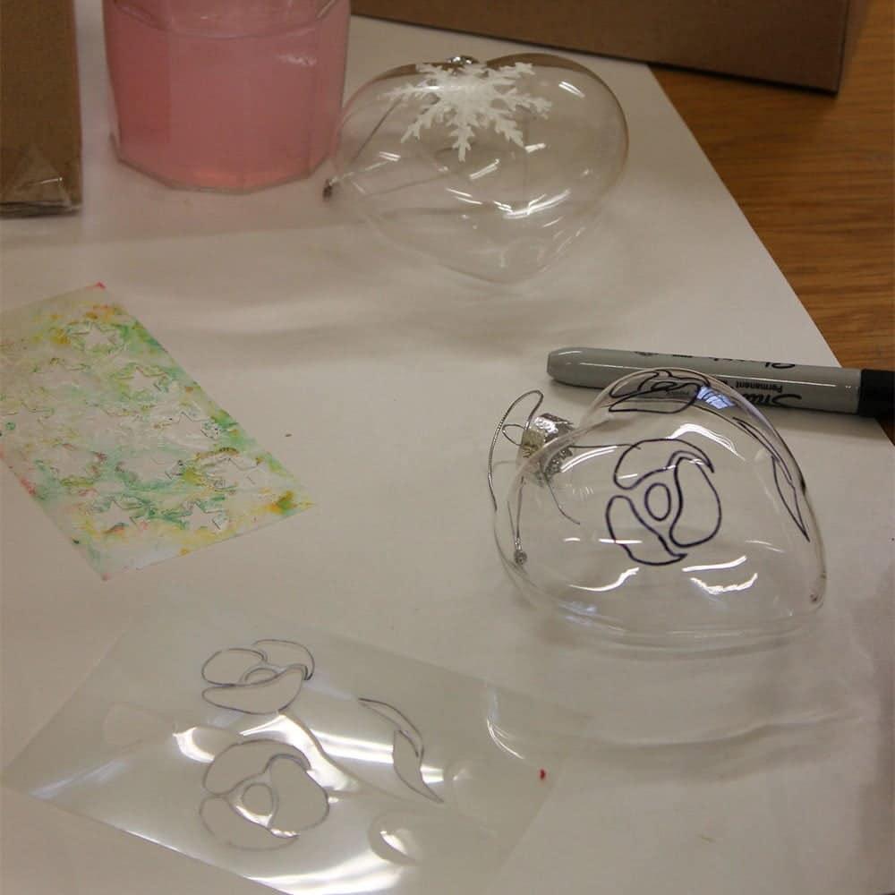 Stencilling-on-plastic-decorations