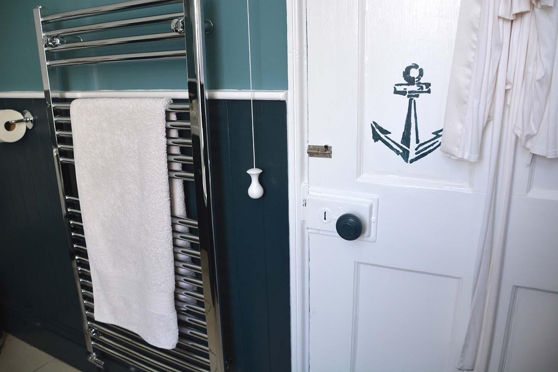 Thorndown-Swan-White-bathroom-door-with-Cavepool-Grey