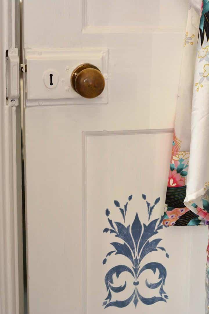 Thorndown-Swan-White-door-with-Peregrine-Blue-stencilling