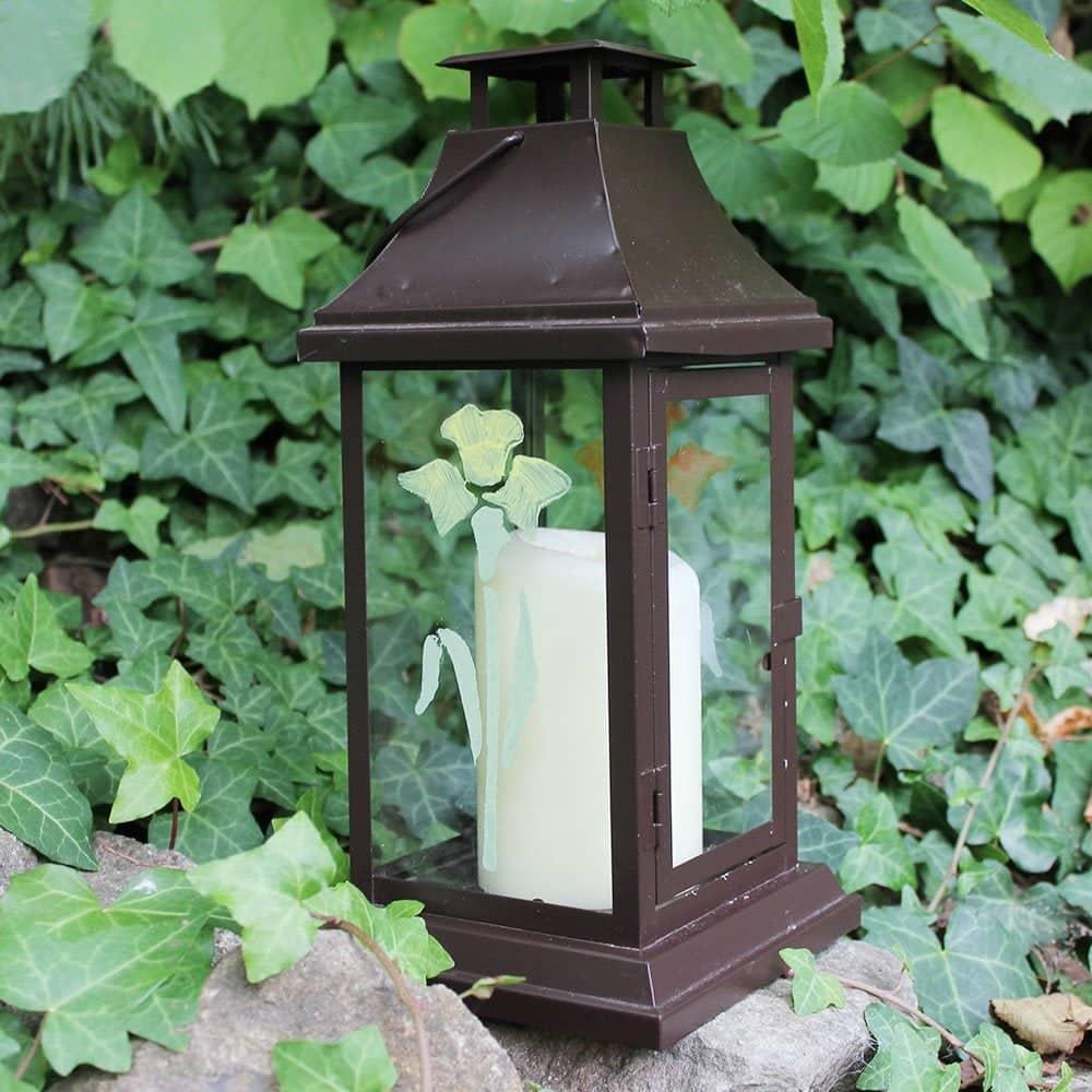 Wizard-Yellow-and-Sedge-Green-Daffodil-stencil-on-lantern