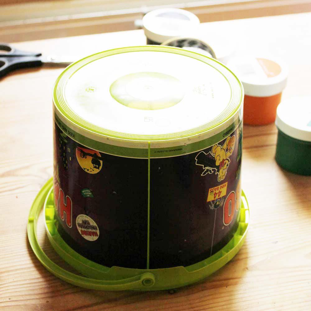 Making-Trick-or-Treat-bucket