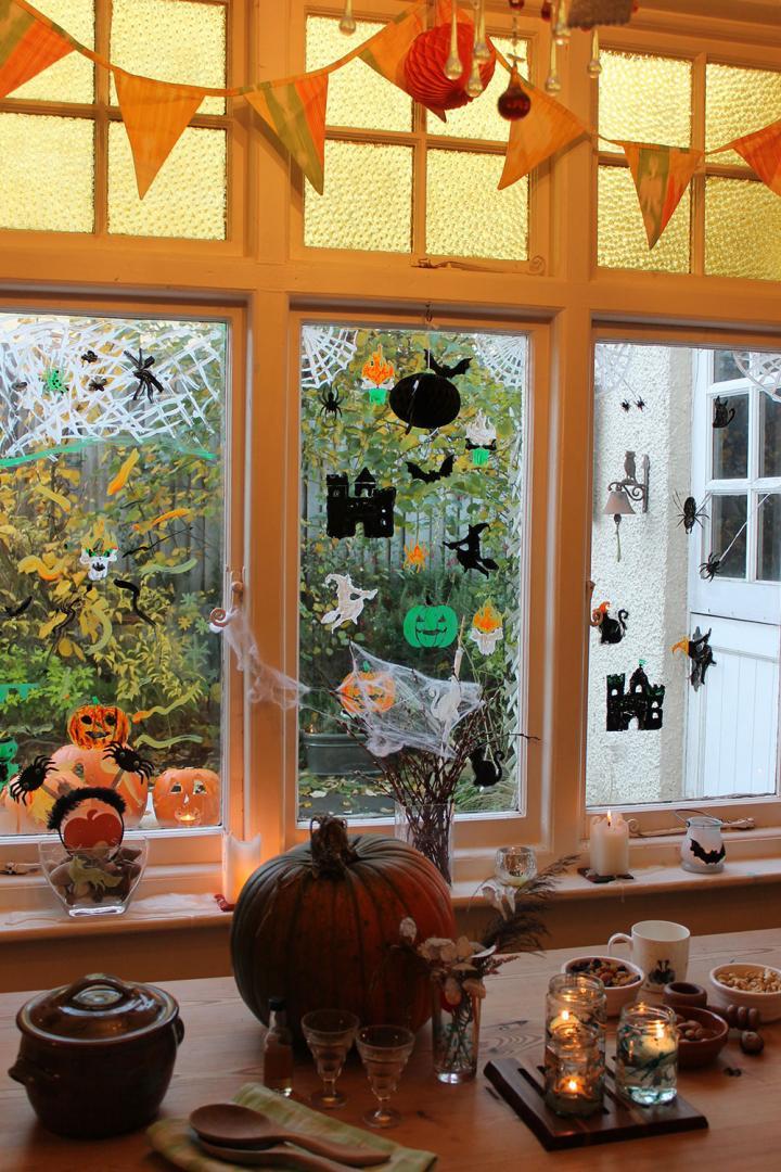 Thorndown-Peelable-Glass-Paint-Halloween-stencils-windows