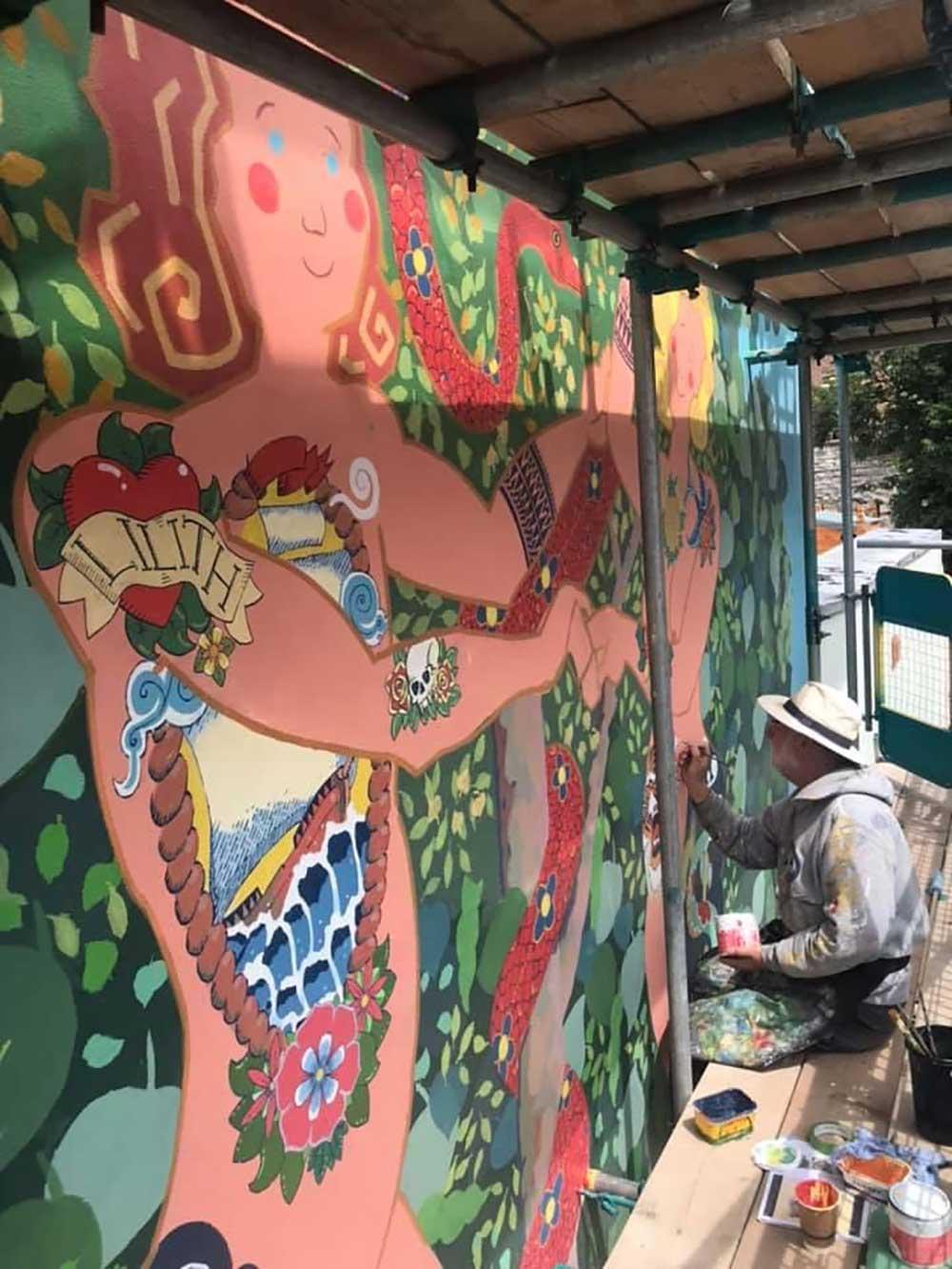 Frank-Hardwood-painting-mural-on-scaffolding